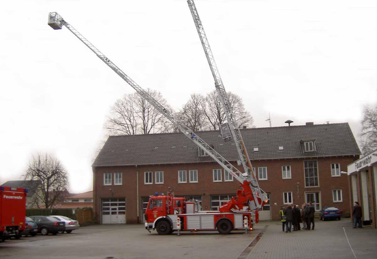 Foto: Feuerwehr-Drehleitern neu-alt